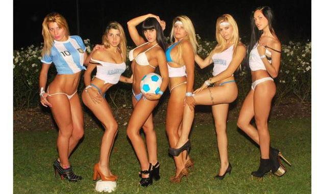 Una Produccin De Fotos Hot Pensada Para Alentar A Argentina Christian Manzanelli Representante Artistico