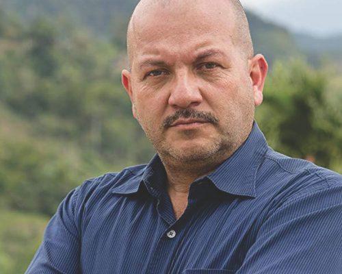 Manuel-Gomez-contratar-christian-manzanelli-representante-artistico