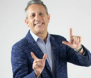 Alejandro Gardinetti Teléfonos (011-4740-4843) O Al (011-2055-4218) Contrataciones De Artistas.